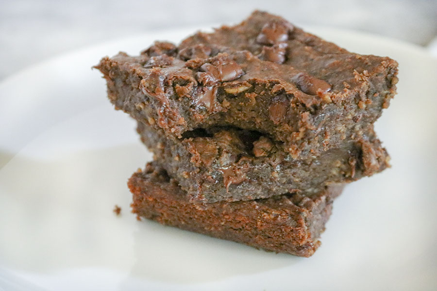 Rich and decadent brownies, packed with small oaty-bits and chocolate chips. You would never even suspect that these fudgy bars are flourless, vegan, and loaded with protein-packed black beans!   NOMaste Kitchen