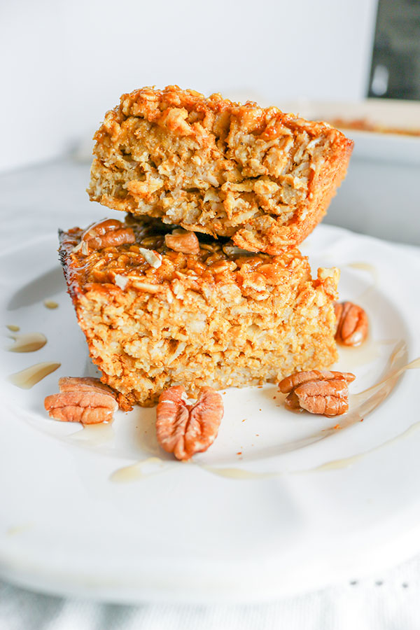 Subtle pumpkin flavor w/ cinnamon, nutmeg, ginger, & cloves. This Pumpkin Pecan Baked Oatmeal is like fall in a pan. Easy to make, convenient to grab n' go! | NOMaste Ktichen