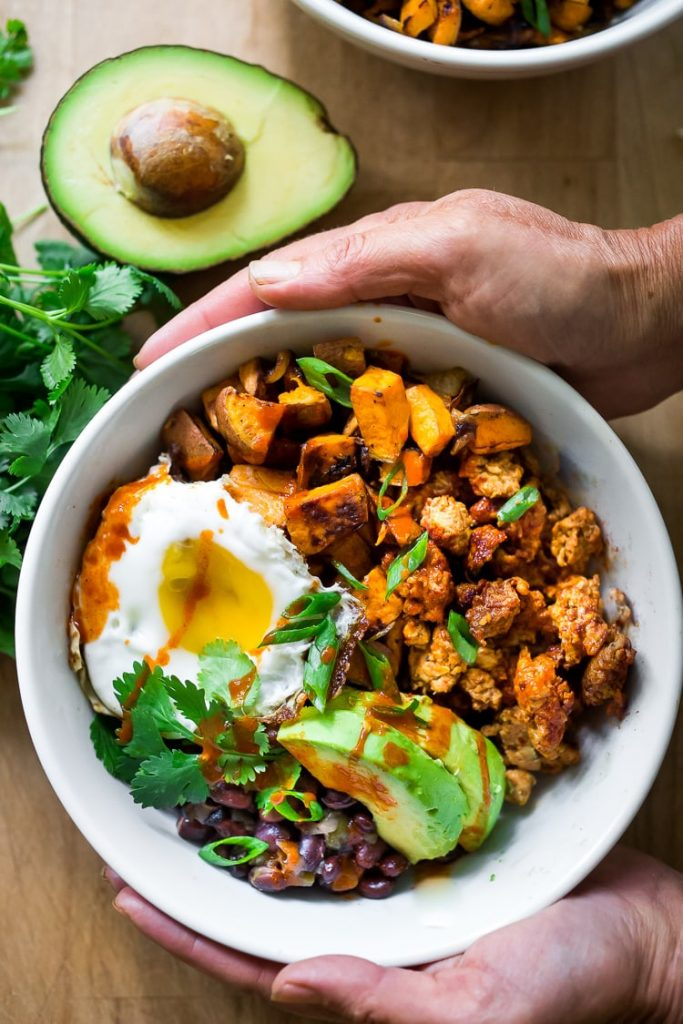 The cold winter weather can make it hard to get up and out in the morning! Here are 32 Healthy Breakfast Recipes to Warm You Up this Winter! | NOMaste Kitchen
