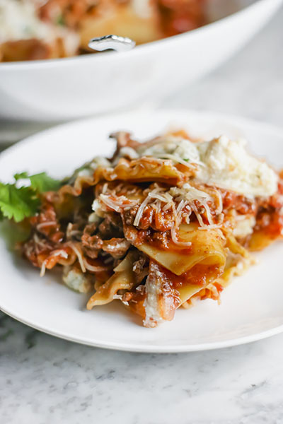 This Deconstructed Lasagna is PERFECT for Fall. Easy, cheesy, warm and comforting, it may just become your family's new favorite weeknight meal! | NOMaste Kitchen