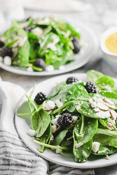 Spinach Salad with Blackberries and Almonds | NOMaste Kitchen